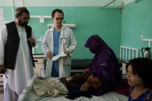 Christian Schuh auf der Kinderstation des Mirwais Krankenhauses