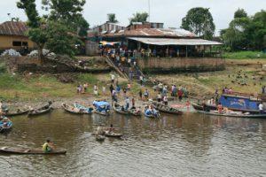 Am Ufer der Gemeinde San Pablo. (c) DRK/Leona Keyl