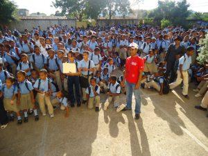 Viele Leute für die Rot-Kreuz-Arbeit zusammentrommeln - für Carlos wirklich kein Problem