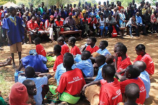 Die Aufführung zog viele Zuschauer der Gemeinde an. (Foto: © Binh Nguyen / DRK)