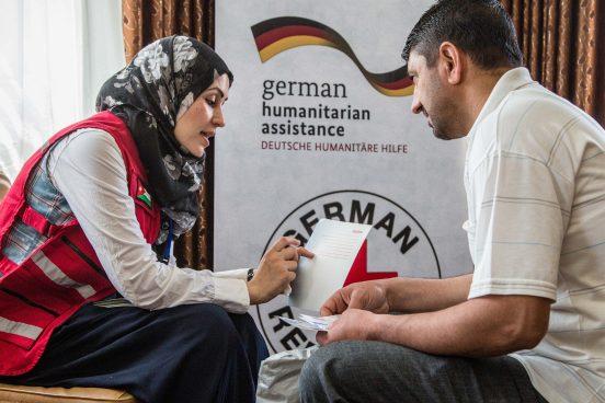 Verteilung von Gutscheinen an syrische Flüchtlinge in Irbil, Jordanien. Foto: René Schulthoff /DRK