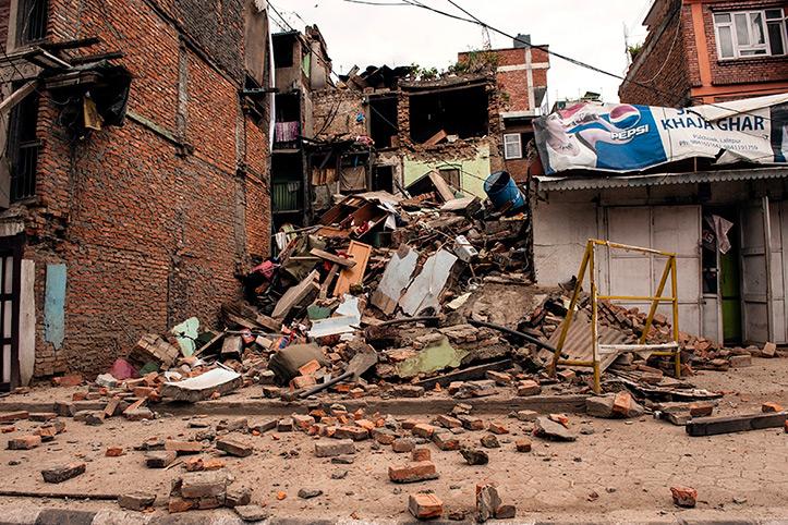 foto: zerstörte Häuser in Kathmandu