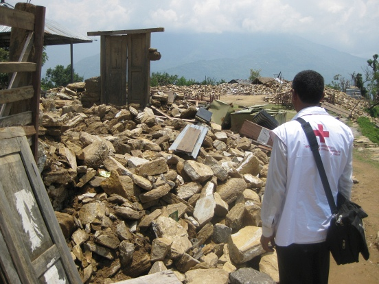 Foto: zerstörte Häuser nach dem Beben in Nepal