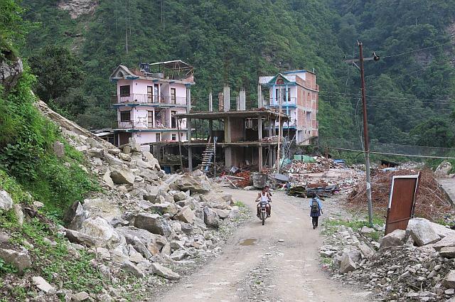 Die Zerstörungen in Singati, Nepal, sind furchtbar groß