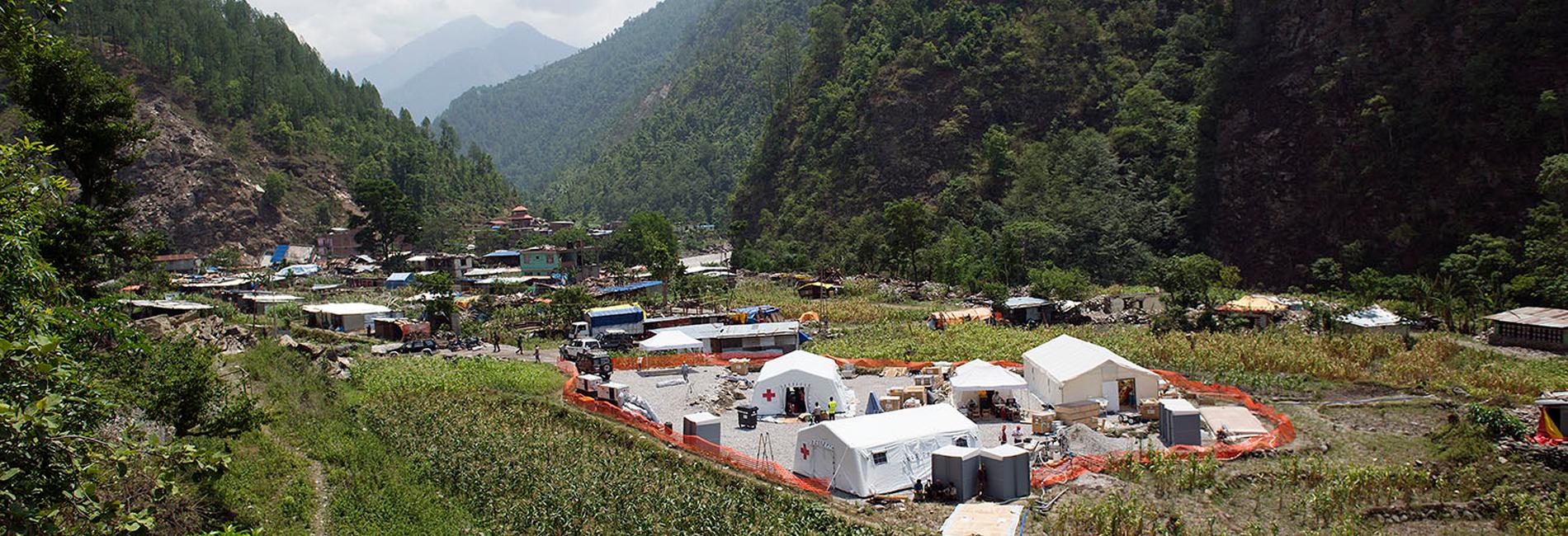 Erdbeben in Nepal im April und Mai 2015: mobile Klinik vom Roten Kreuz in Singati - Juni 2015