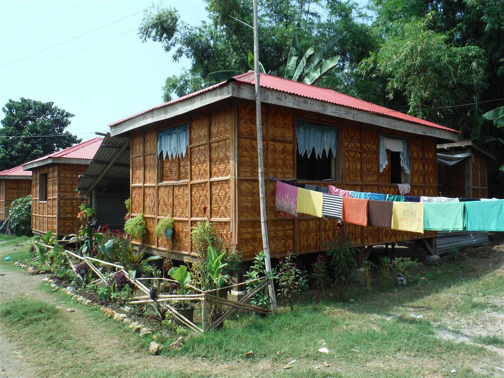 Häuser sind aus lokalen Materialien