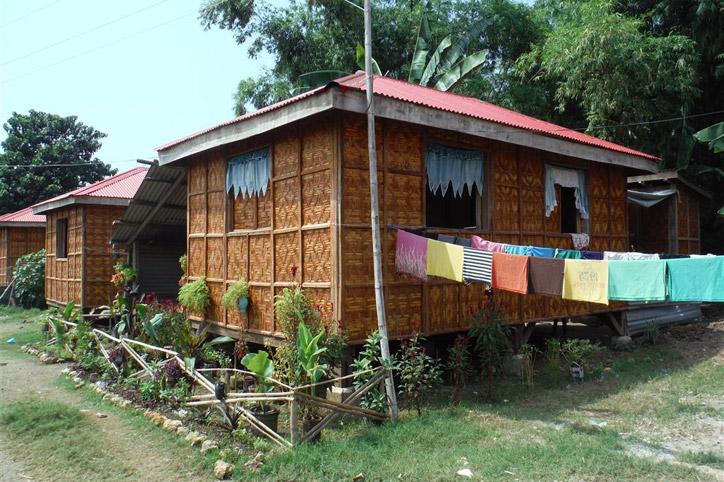Foto: mit dem DRK gebaute Hütte auf den Philippinen