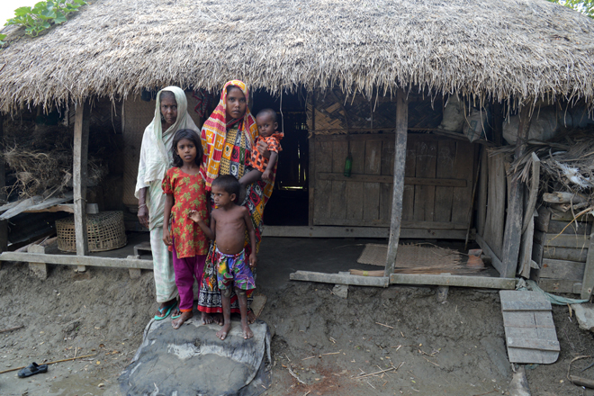 Mrs-Begum-and-family_web