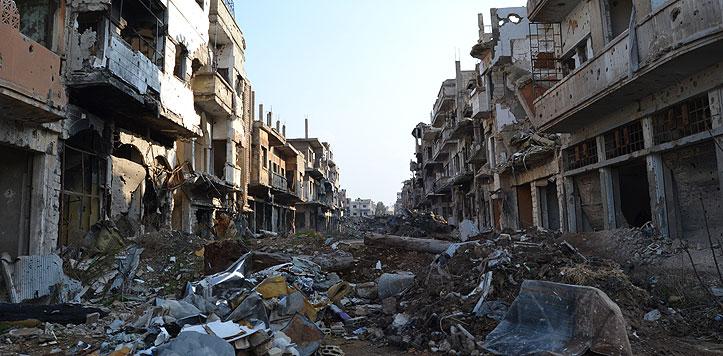 Ein zerstörter Straßenzug in Homs