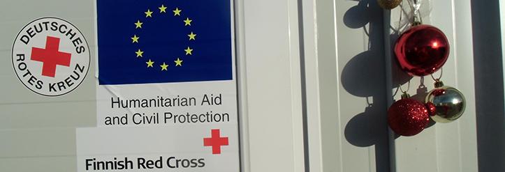 Foto: Weihnachtskugeln an der Basisgesundheitsstation des DRK und des Finnischen Roten Kreuzes in Nea Kavala.