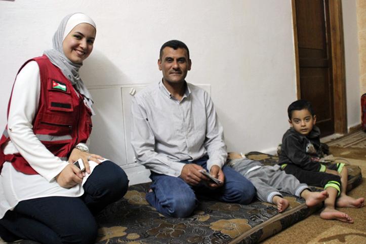 Foto: Bargeldhilfe-Empfänger Khaled in seiner Wohnung
