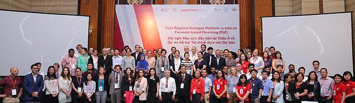 Gruppenbild der Teilnehmer der ragionalen Dialog-Plattform in Vietnam
