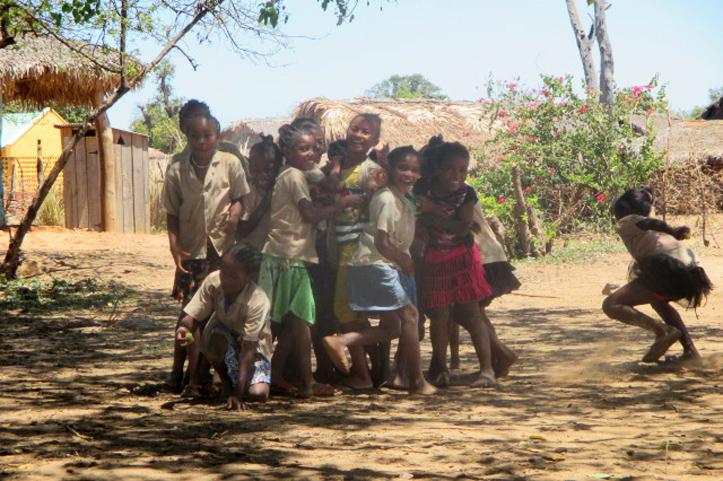 Foto: Kinder aus Madagaskar beim Spielen.