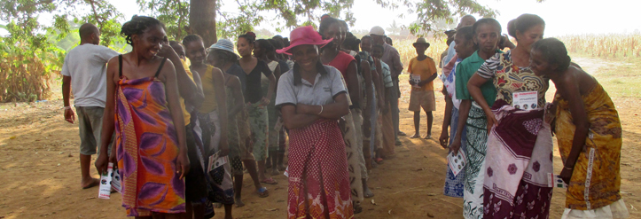 Foto: Madagsassische Frauen bei einem Rollenspiel