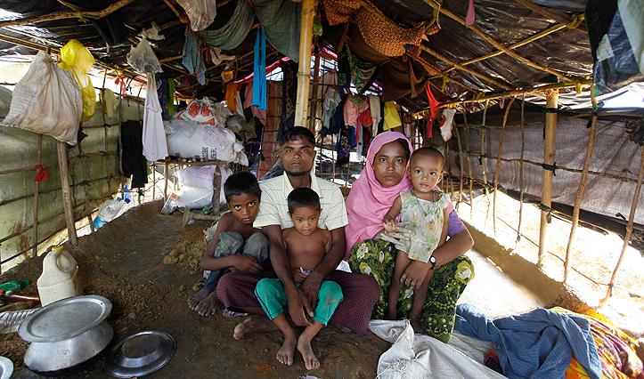 Eine geflohene Familie aus Rakhine in einem Flüchtlingslager in Cox's Bazar