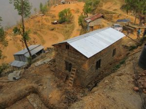 Erdbebengerechtes Modellhaus in Nepal
