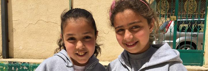 Foto: zwei Mädchen in Jordanien