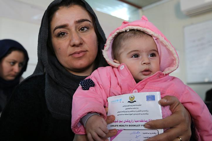 Foto: Junge Syrerin mit ihrer Tochter
