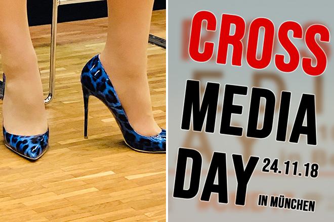 Die Schuhe von Dorothee Bär und das Logo des Cross media Days 2018