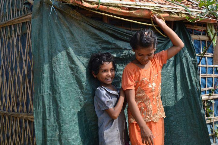 Zwei Mädchen im Flüchtlingscamp Kutupalong