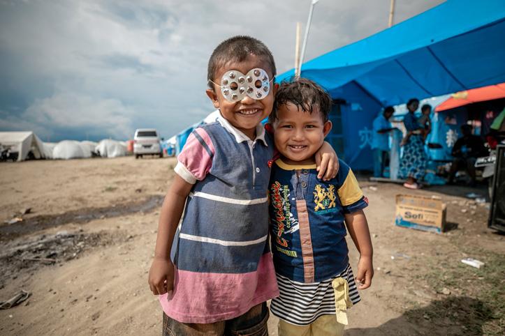 Kinder im Camp nach den Katastrophen in Indonesien