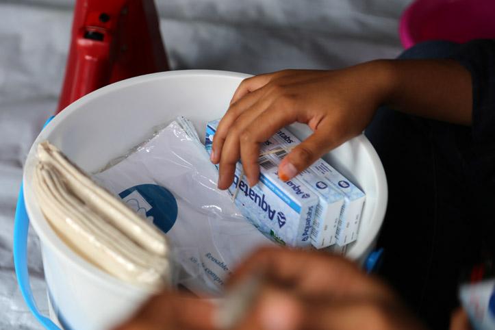 Nach den Katastrophen in Indonesien verteilte Hygieneartikel