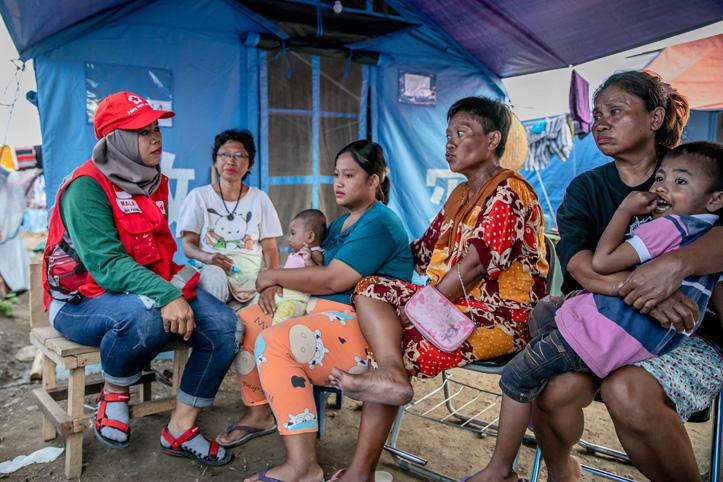 Katastrophen in Indonesien: Rotkreuzhelferin spricht mit Familie