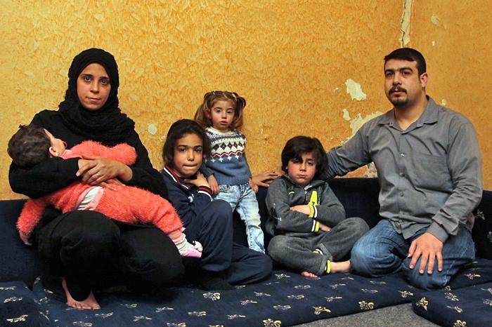 Flüchtlingsfamilie im Libanon in ihrer Unterkunft