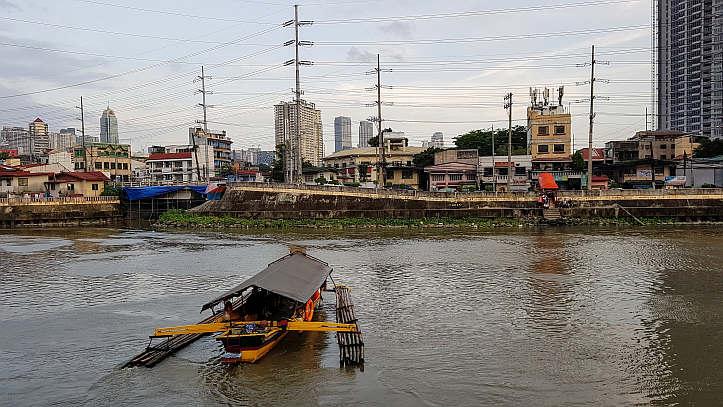 Blick über den Fluss von Manila