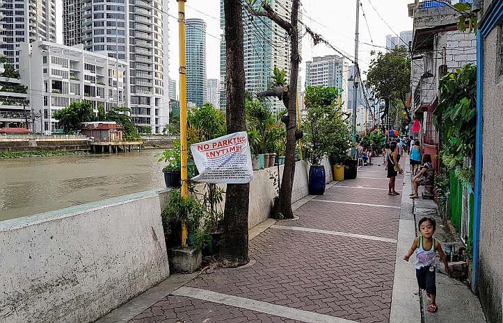 Am Flussufer in Manila