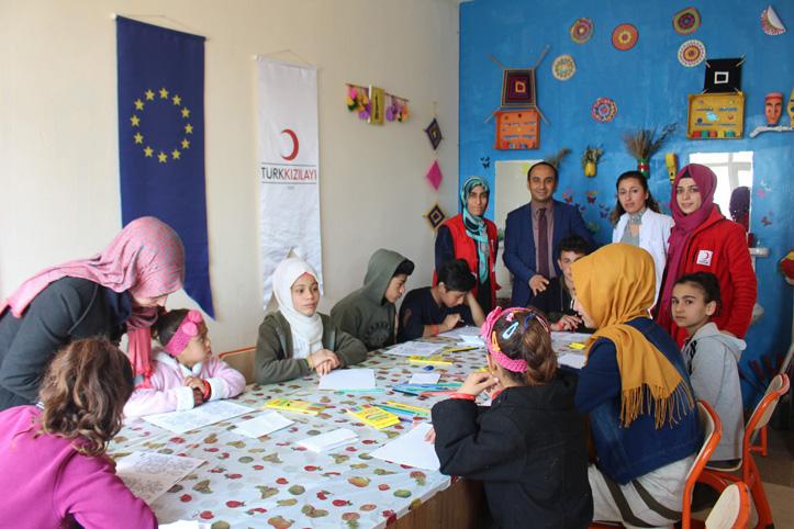 Foto: Kinder bei einem Workshop des Türkischen Roten Halbmonds