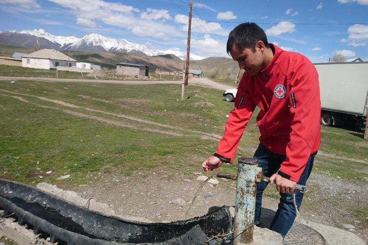Foto: DRK-Mitarbeiter in Kirgistan