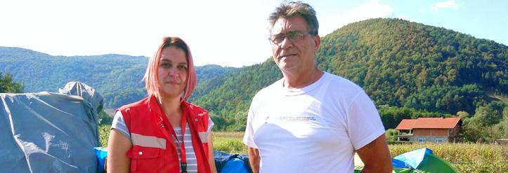Zwei Flüchtlingshelfer des Roten Kreuzes in Bosnien