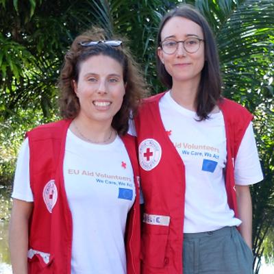 Foto: Portrait von zwei Rotkreuzhelferinnen
