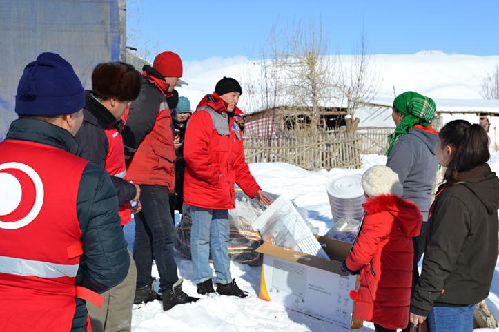 Foto: Verteilung von Winter-Hilfsgütern in Kirgistan
