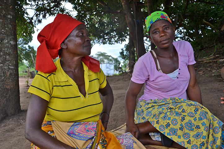 Foto: Zwei Frauen in Mosambik