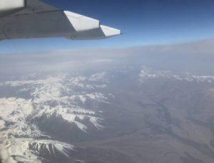 Luftbild vom Schneegebirge in Kirgistan
