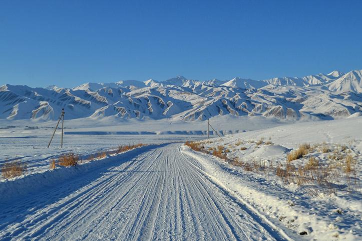 Katastrophenvorsorge in Kirgistan: Straße im Winter