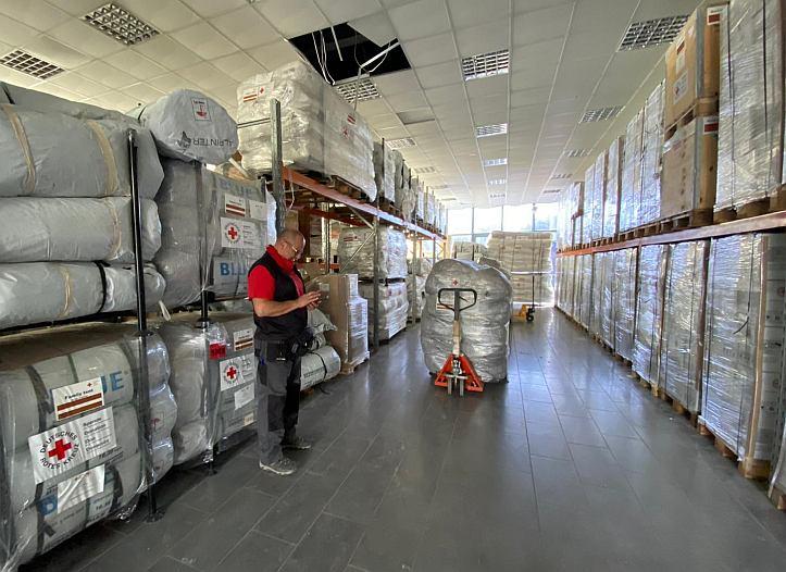 Warenlager des Roten Kreuzes in Griechenland - Einsatz auf Lesbos