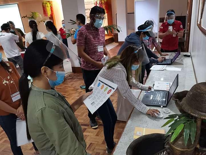 Freiwillige auf den Philippinen bei einer Schulung