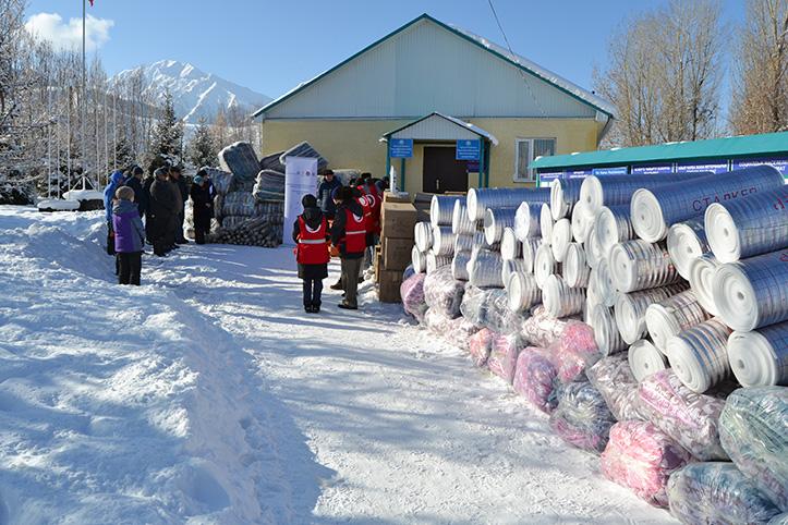 Isoliermaterial, Decken und Boxen vor Gemeindehaus