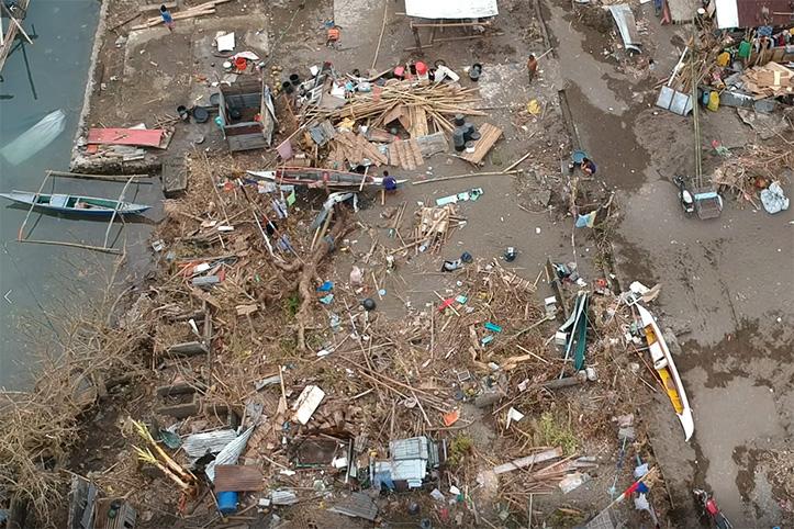 Trümmer durch Taifun Goni auf den Philippinen