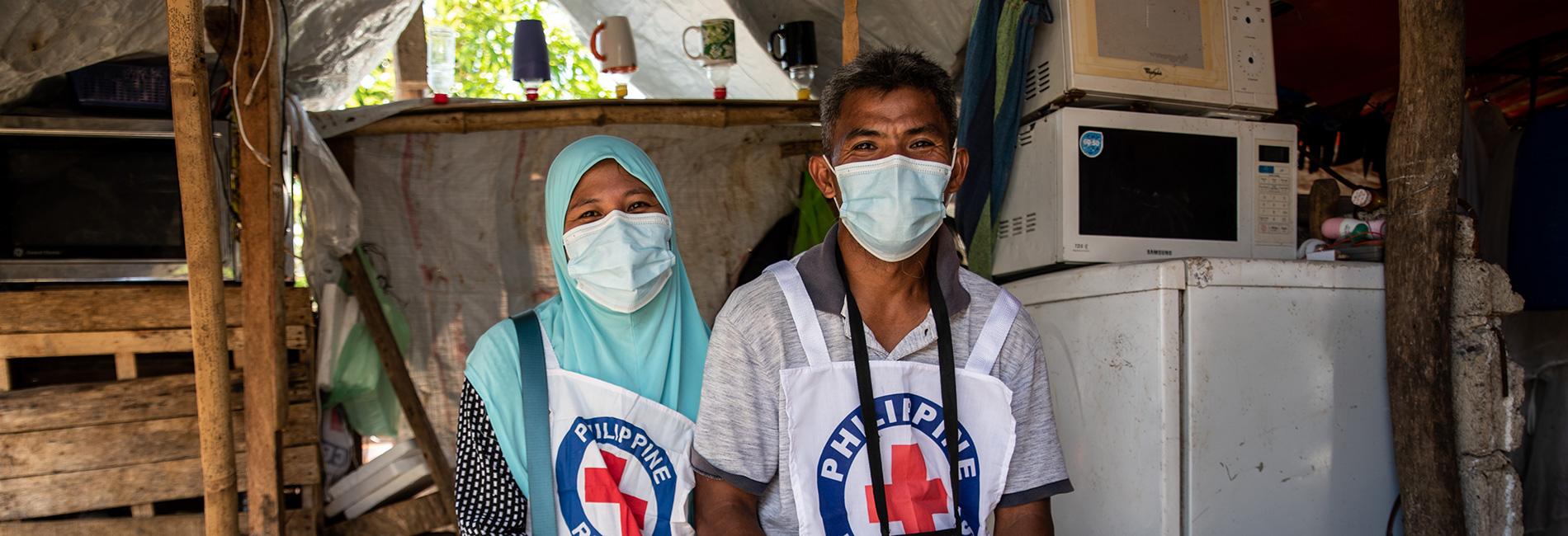 Freiwillige beim Philippinischen Roten Kreuz
