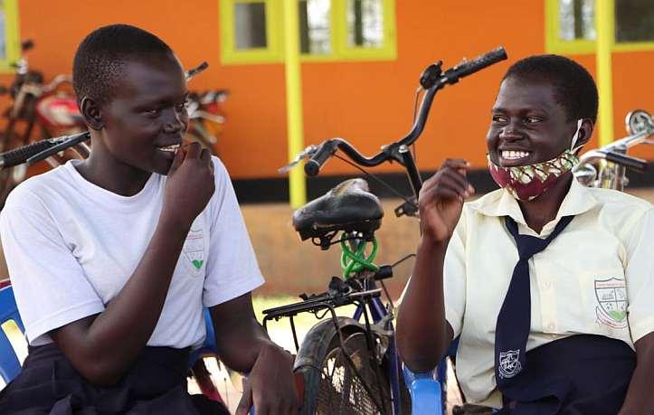 Zwei Mädchen in Uganda