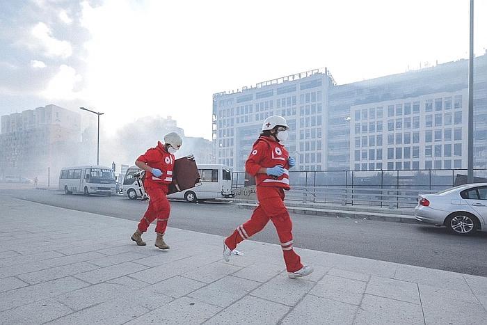 Mitarbeitenden des Libanesischen Roten rlaufen